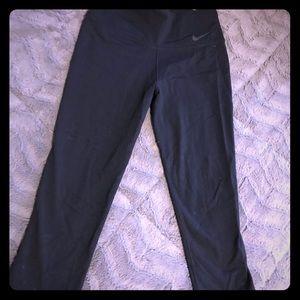 Women's Dry Fit Nike Capri Running Pants (Small)